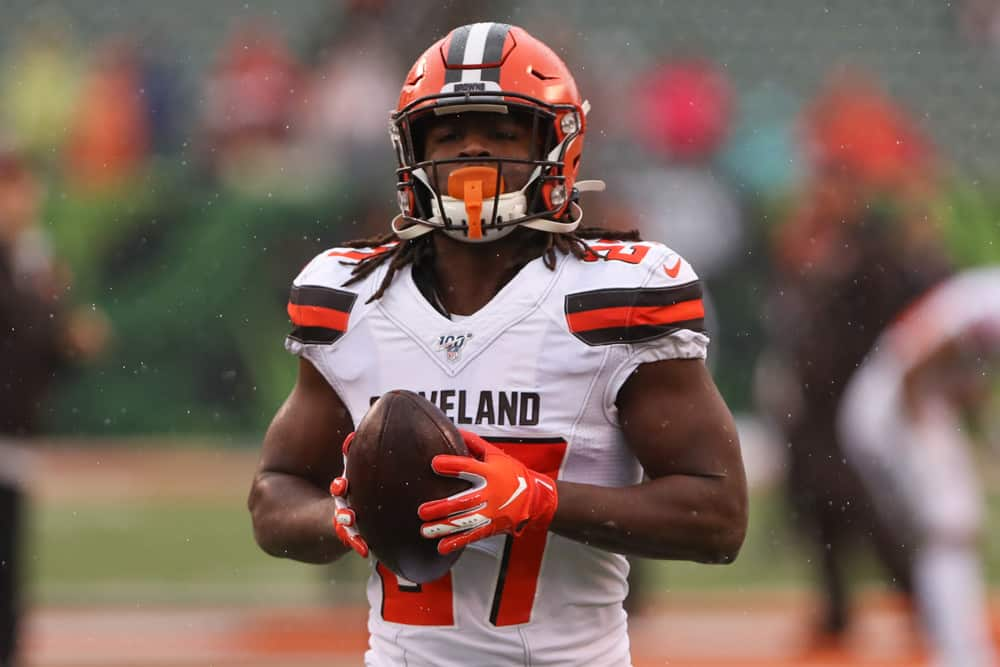 Kareem Hunt signs contract with the Browns
